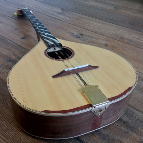 custom-made-in-ireland-walnut-irish-bouzouki-4